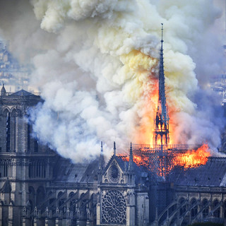 The devastating Notre Dame Cathedral fire, in 19 photos | by manhhai