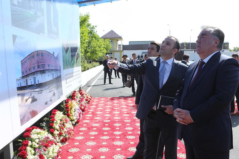 Президент Таджикистан Эмомали Рахмон дал старт работам по реконструкции «Мукомольного комбината Душанбе»