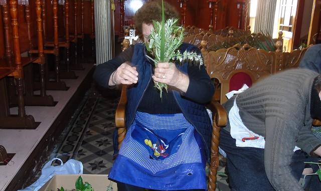 Ετοιμασία βαγιών στο ναό του Αγίου Βησσαρίωνα στο Βαθύ Μεγανησίου