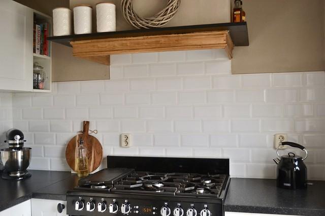 Landelijke keuken houten balk afzuigkap