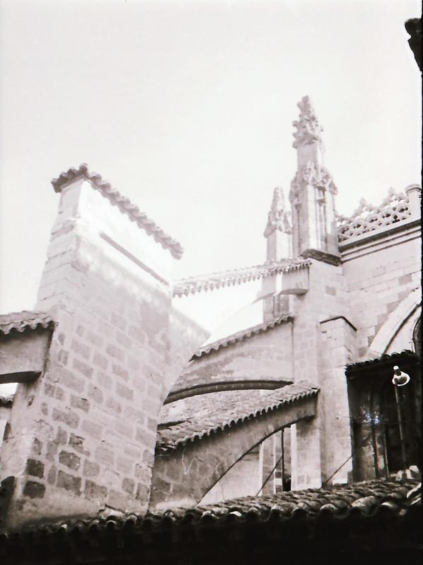 Arbotantes góticos. Vista tomada desde las zonas superiores de la Catedral de Toledo en los años 60. Fotografía de Victoriano de Tena Sardón
