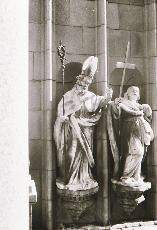 Esculturas de santos y reyes. Vista tomada desde las zonas superiores de la catedral en los años 60. Fotografía de Victoriano de Tena Sardón