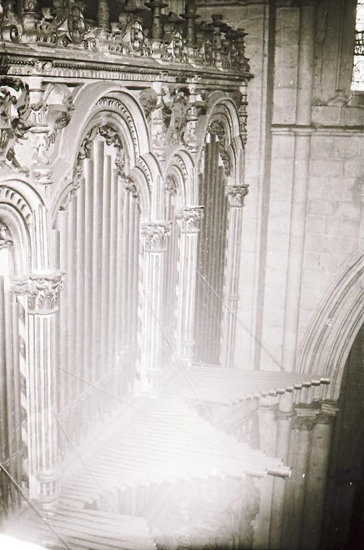 Órgano. Vista tomada desde las zonas superiores de la catedral en los años 60. Fotografía de Victoriano de Tena Sardón