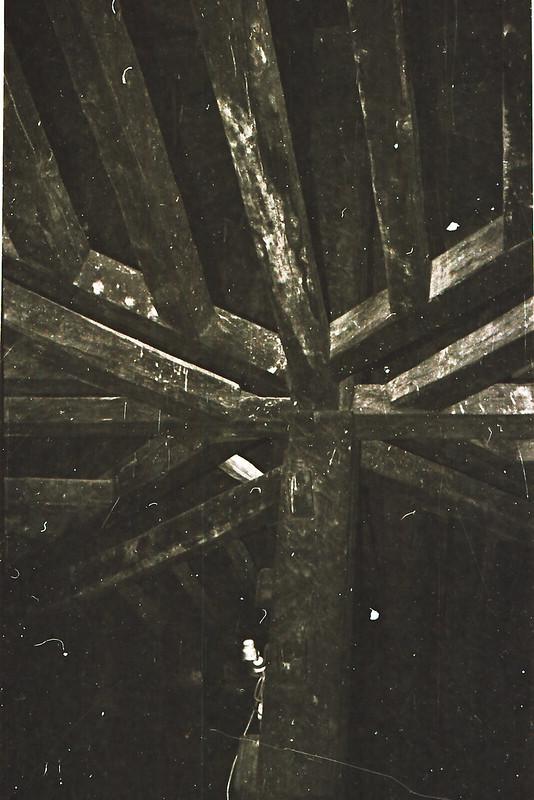 Armazón de madera. Vista tomada desde las zonas superiores de la catedral en los años 60. Fotografía de Victoriano de Tena Sardón