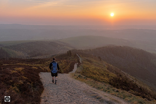 moelfamau hill mountain thegreatoutdoors northwales wales welsh landscape sunrise weather nature easter walking hiking rambling outdoorpersuits forests trees braken vegetation vista distance haze uk range marylin clwyds