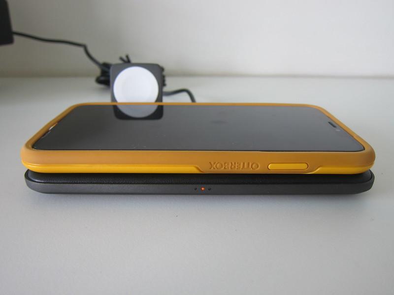 Nomad Base Station Apple Watch Edition - Front LED