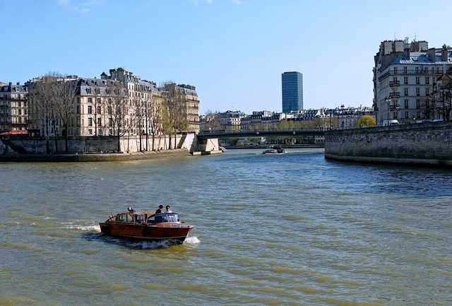 Paris / By boat on the Seine River
