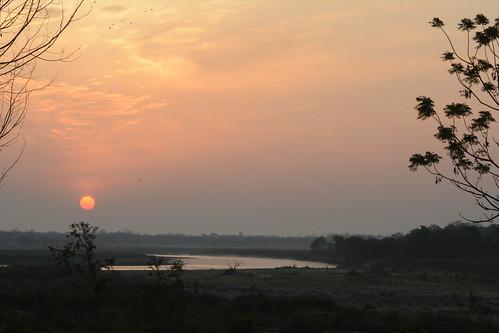 chitwannationalpark nepal barahijunglelodge eastraptiriver sunrise