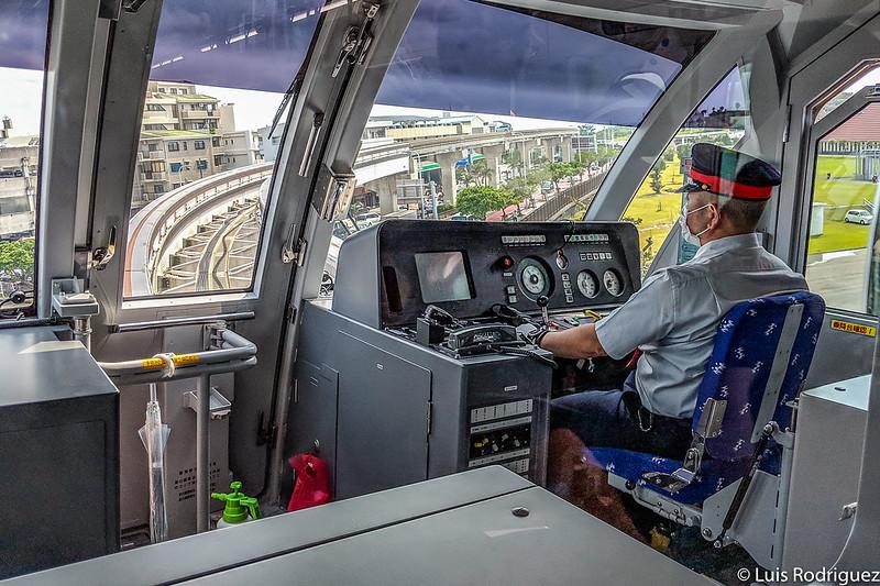 Cabina del monorraíl compacto Yui Rail en Naha (Okinawa)