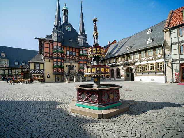 Wernigerode - Markt, Wohltäterbrunnen und Rathaus