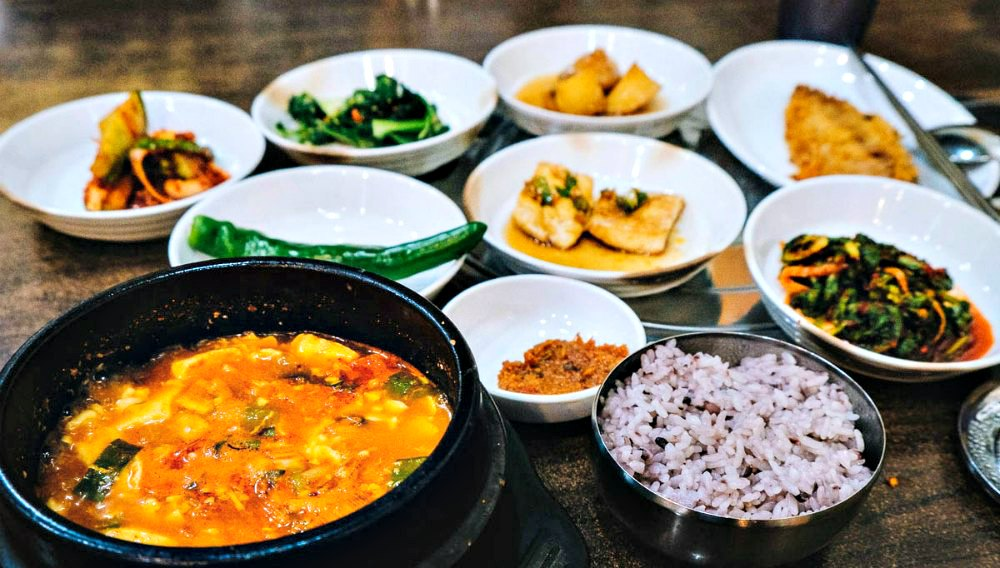 What to Eat in Seoul Korea - Sundubu jjigae with rice and banchan.