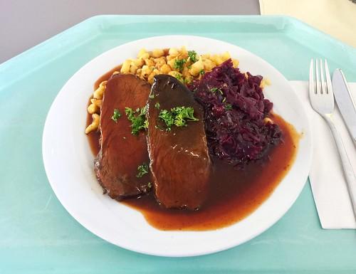 Burgundy roast with red cabbage & spaetzle / Burgunder Braten mit Blaukraut und Spätzle