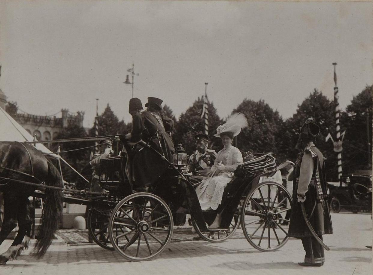 1913. Выезд императора Николая II и императрицы Александры Фёдоровны из Костромы