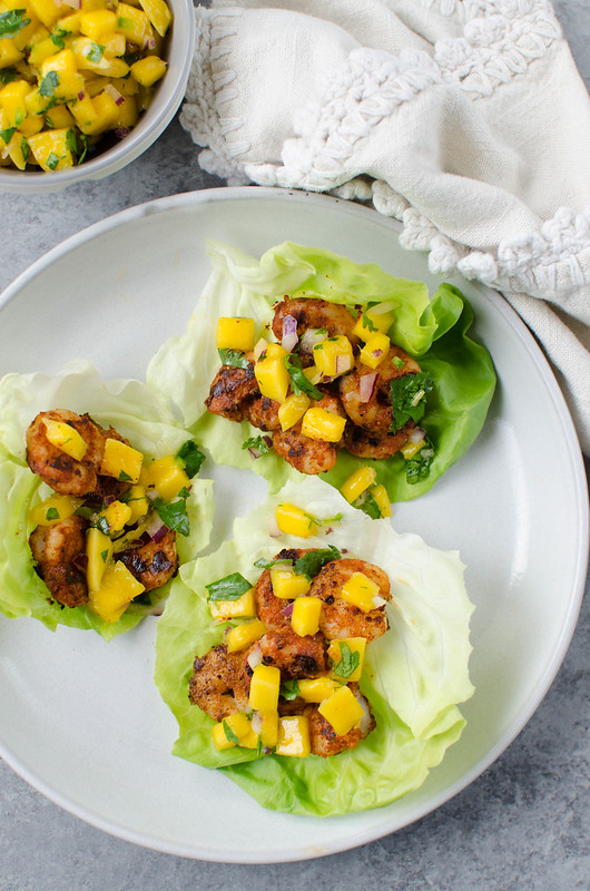 Blackened Shrimp Lettuce Wraps with Mango Salsa - delicious, healthy 15 minute dinner! Spicy shrimp in crisp lettuce wraps with mango salsa on top! #paleo #lowcarb