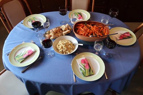 Lamm auf marokkanische Art mit Bohnen und Möhren (Tischbild)