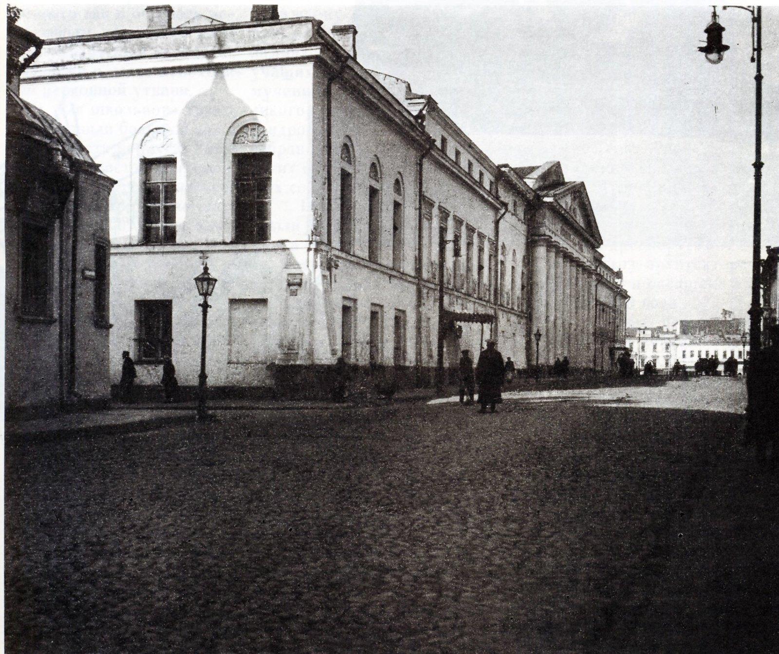 Знаменка у Знаменского храма и Александровского училища