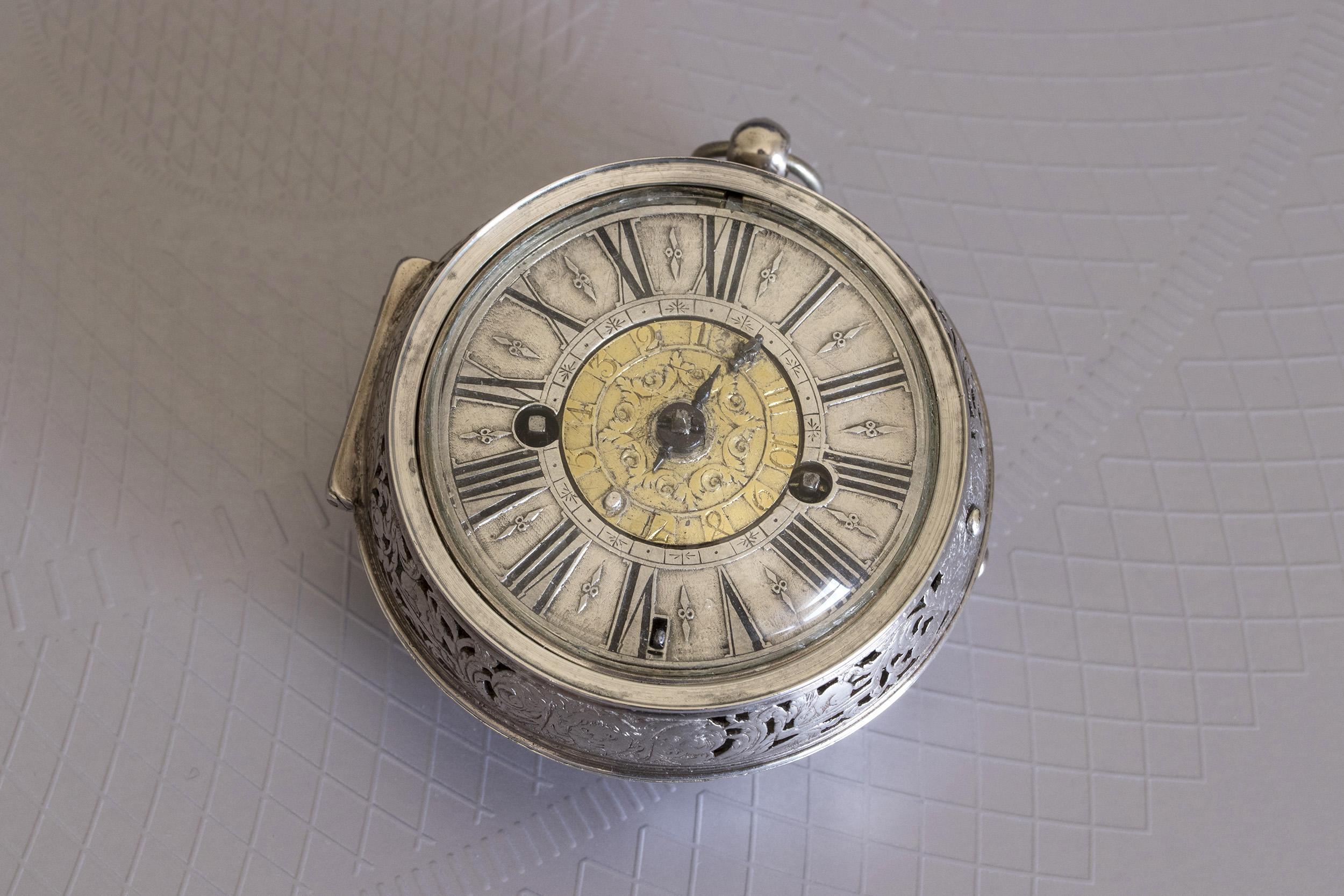 Un oignon alarme de 1700 signé Duquesne à Paris 32752238347_a9dc3a1850_o