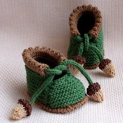 Knitting pattern (pdf file) – Acorn Baby Booties (0-6/6-12 months)