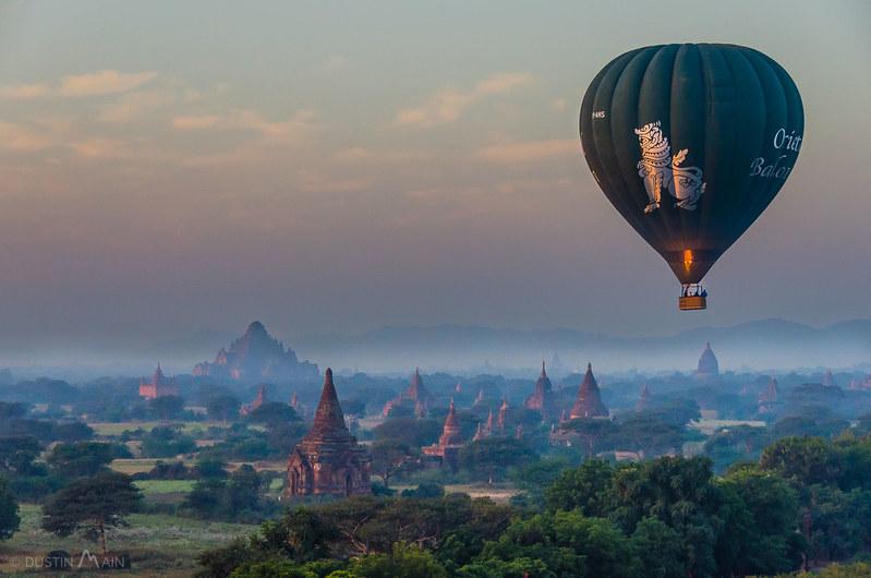 Oriental+ballooning+sunrise+in+bagan