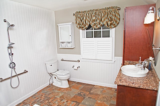 12-BATHROOM-WHEELCHAIR-ACCESSIBLE
