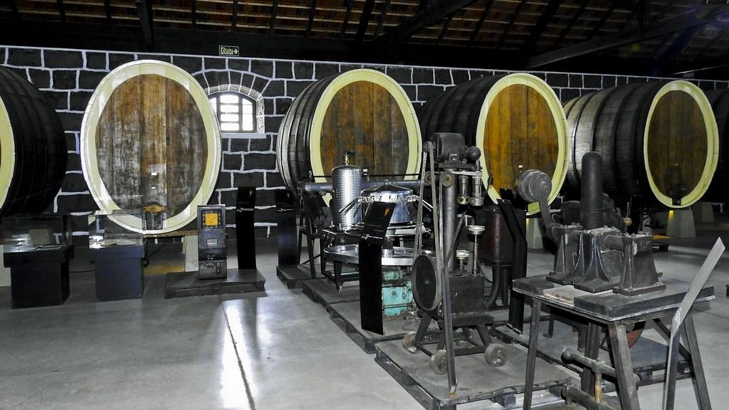 Antigos tonéis de fermentação (série com 4 fotos)