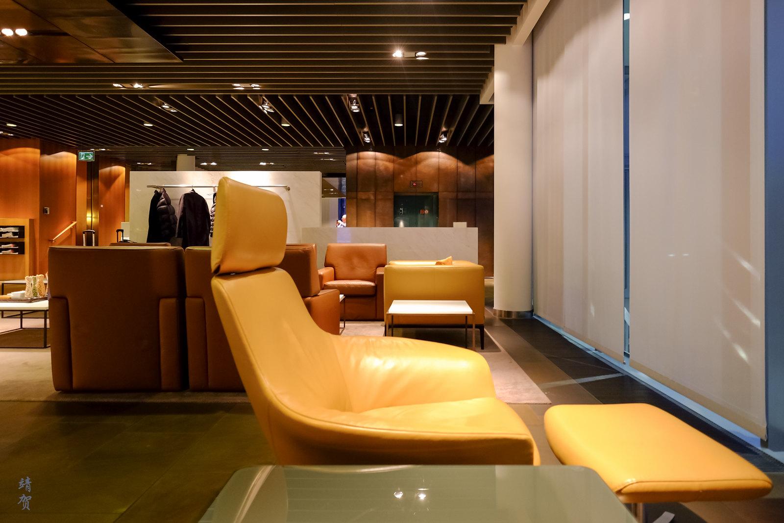 Lounge chairs facing the windows