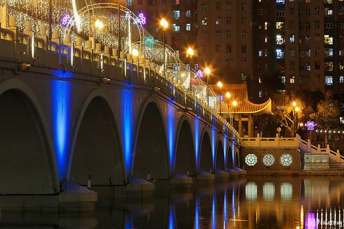 Lek Yuen Bridge at night