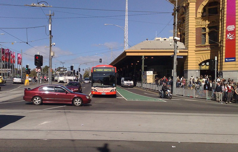 Tourist shuttle bus, Flinders Street, April 2009