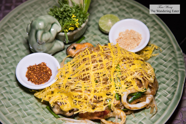 Khai Jiew Pu ไขเจียวปู - Thai omelette with crab meat and Salathip's signature sauce