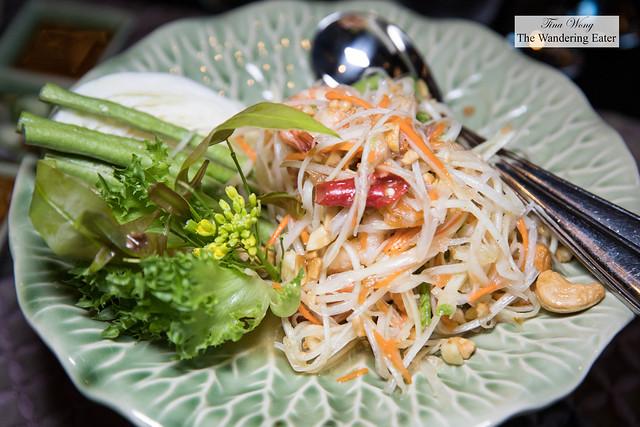 Goong Sod - Green papaya salad with prawns