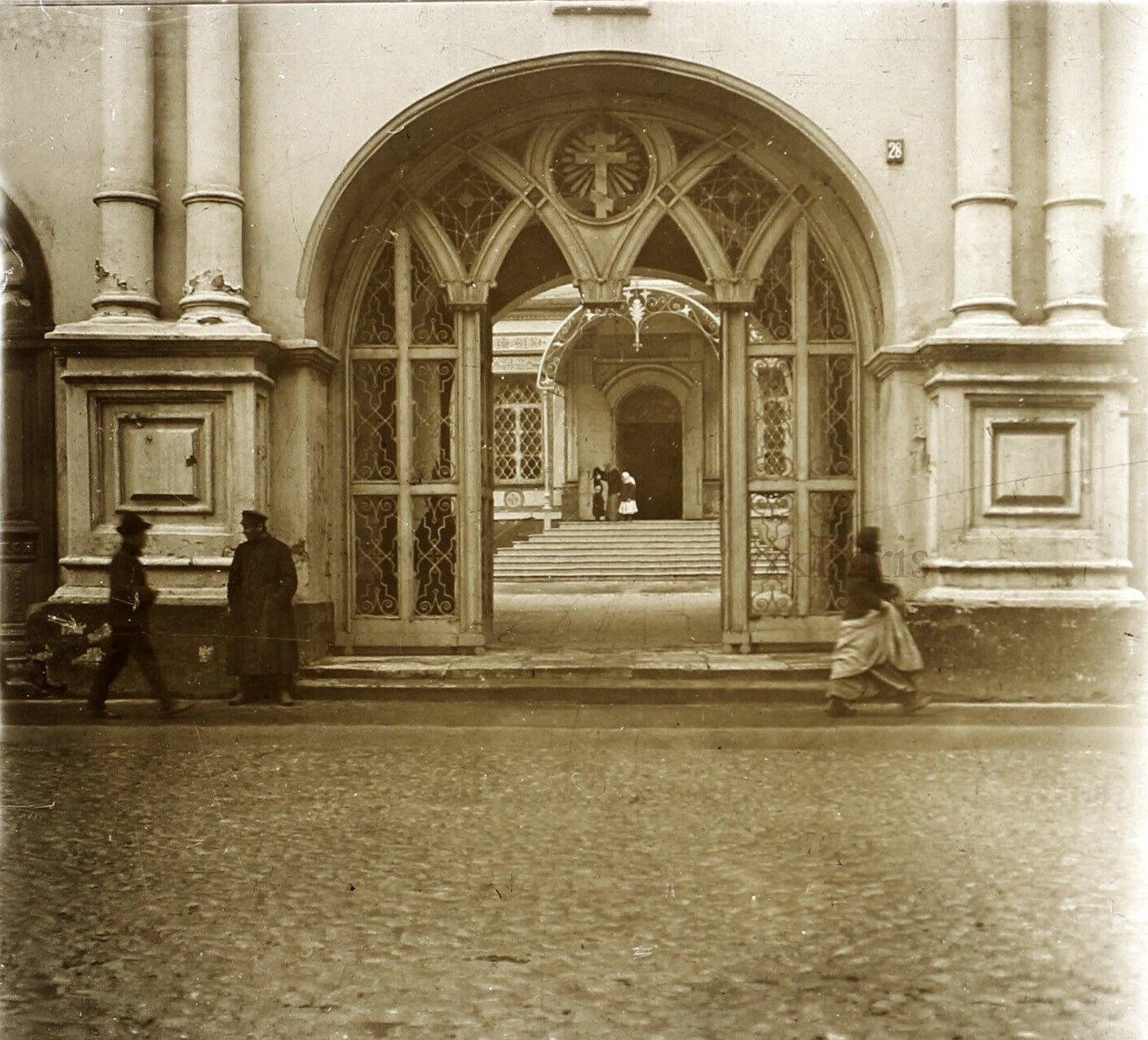 Ворота Высоко-Петровского монастыря. 1913