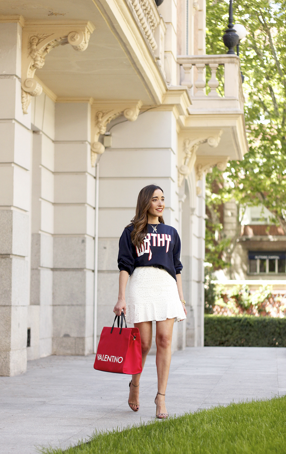 white skirt sweatshirt high heels valentinohandbags street style spring outfit1