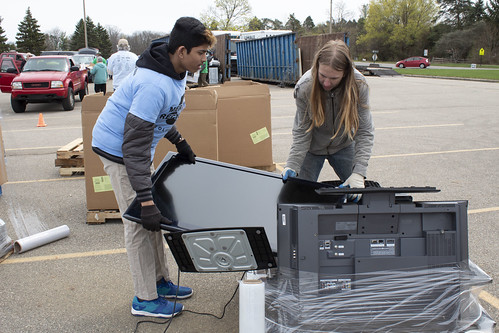 Despite Weather, Residents Participate in Meridian Spring Recycling Event