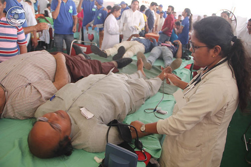 Devotees donating blood enthusiastically