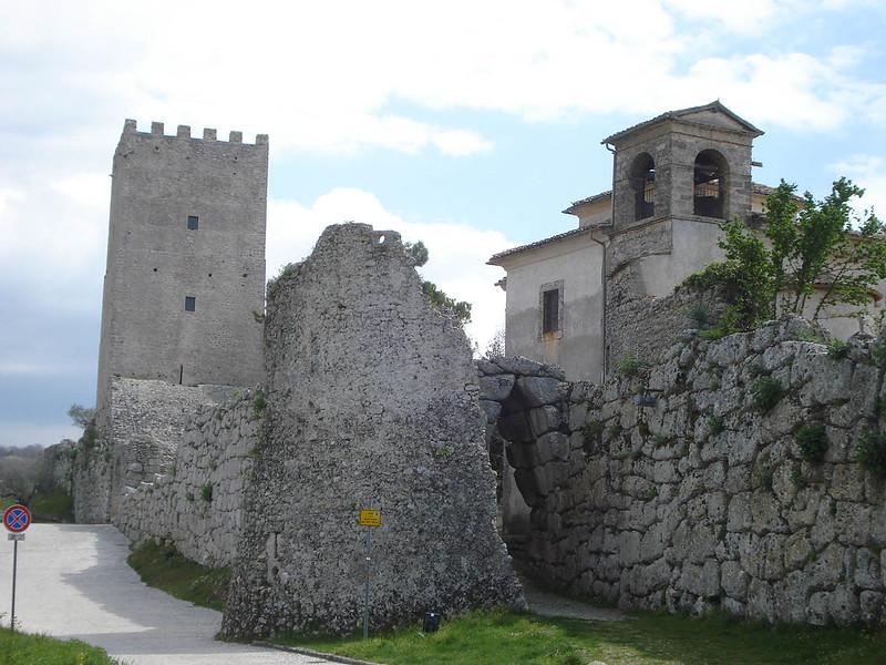 006-стены Чивта Веккьи и башня Цицерона