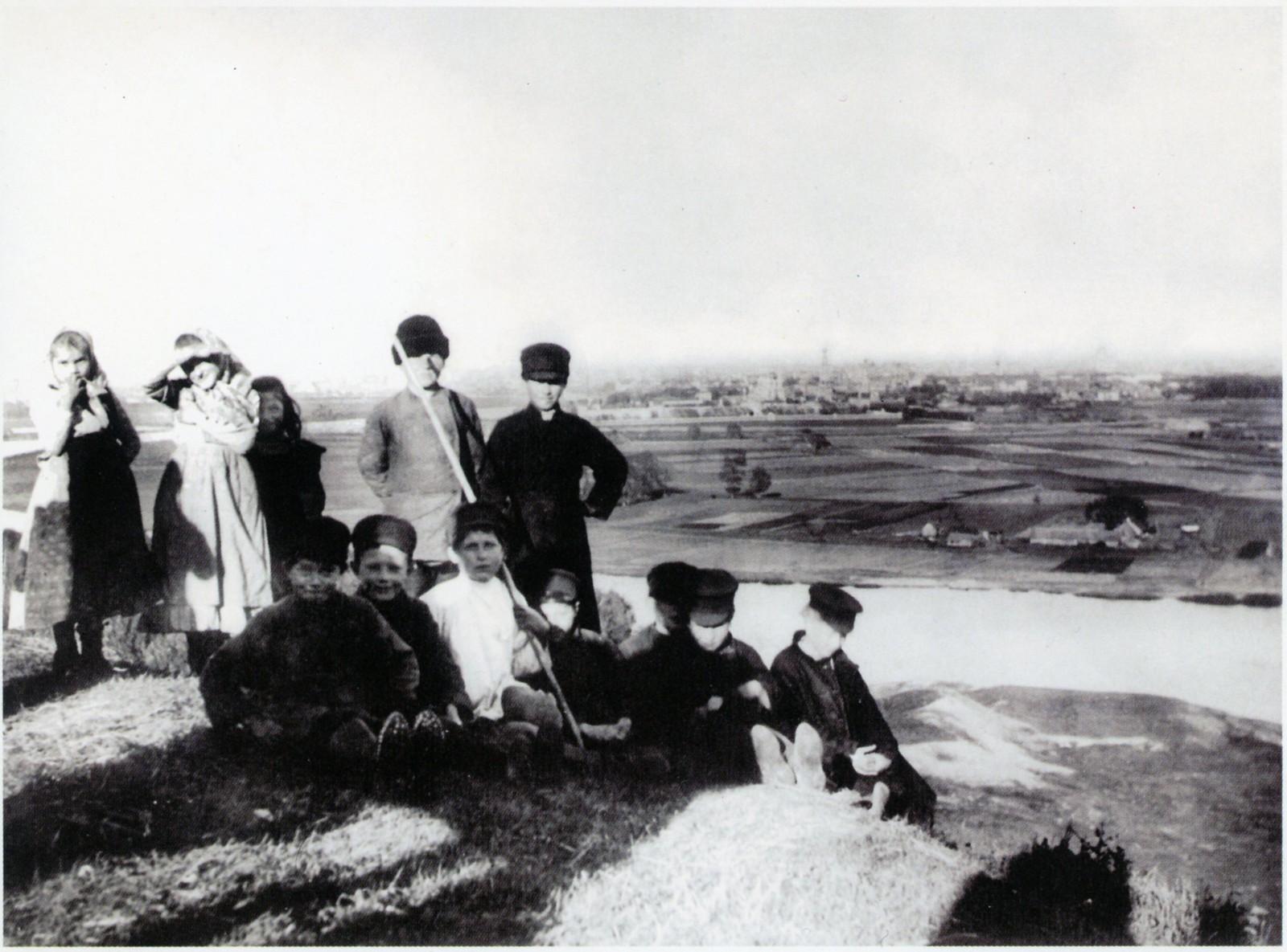Дети села Воробьёво у Москва-реки, 1906 г.