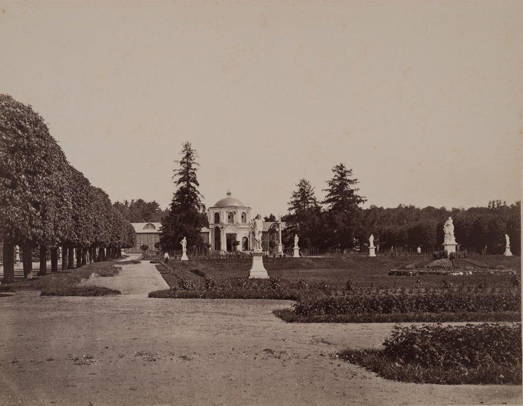 Вид регулярного парка и оранжереи в Кускове. 1880-е