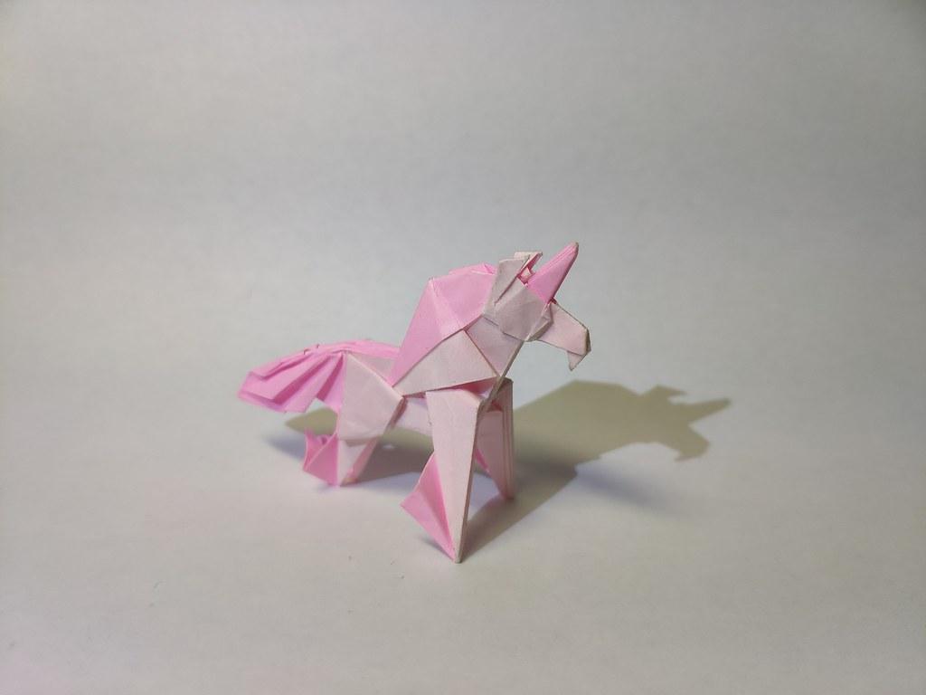 Unicorn by Kazukazuroiroi
