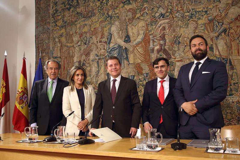 García-Page preside la firma de convenio entre Puy du Fou España y Fundación ONCE