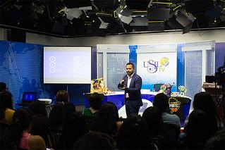 Como parte de las continuas actividades que realiza la USIL para sus alumnos, la carrera de Comunicaciones presentó la primera charla del año en las instalaciones del set de televisión.