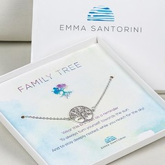 Always turn yourself towards the sun! Isn't this family tree bracelet a perfect gift for mothers day? It is made of sterling silver and comes in a beautiful gift box. For only 23,90€ - see amazon link in our bio! . . . #mothersday #mothersdaygift #mothers