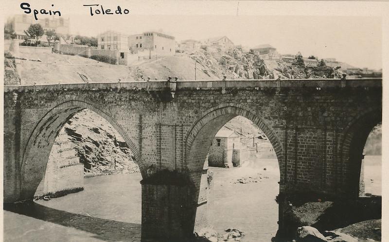Puente de San Martín hacia 1915. Fotografía de Edward Manuel Newman. Colección de Laura Valeriano y Paco de la Torre.