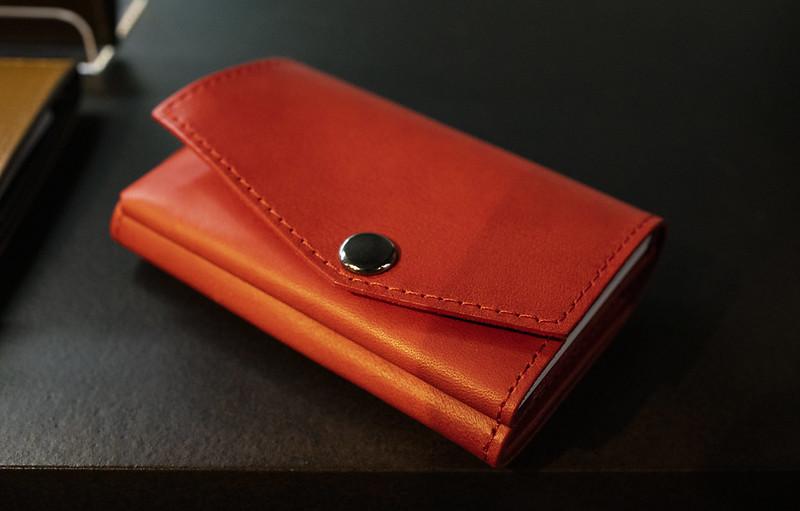 abrAsus 小さい財布ブッテーロレザー版に新色