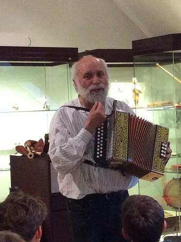 5e kJ nar het VolksmuziekInstrumentenMuseum Gooik