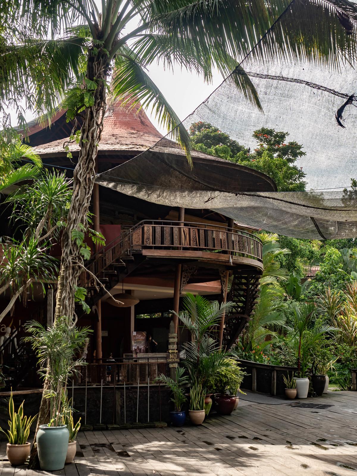 the yoga barn päärakennus
