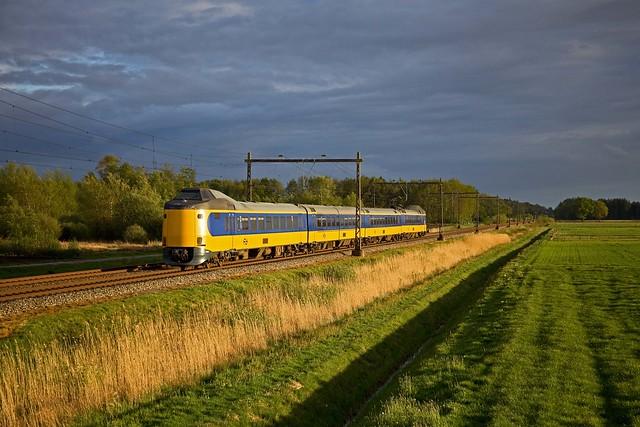 NS ICM3 - trein 8174 Groningen - Zwolle  - Hooghalen