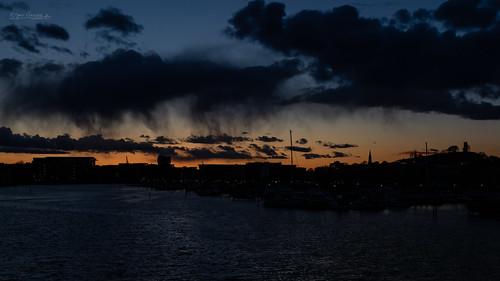 kanalen ollebukta slottsfjelltårnet tønsberg blue canal clouds goldenhour kanalbrua localshowers orange rainshowers silhouette skyer sunset vestfold norway