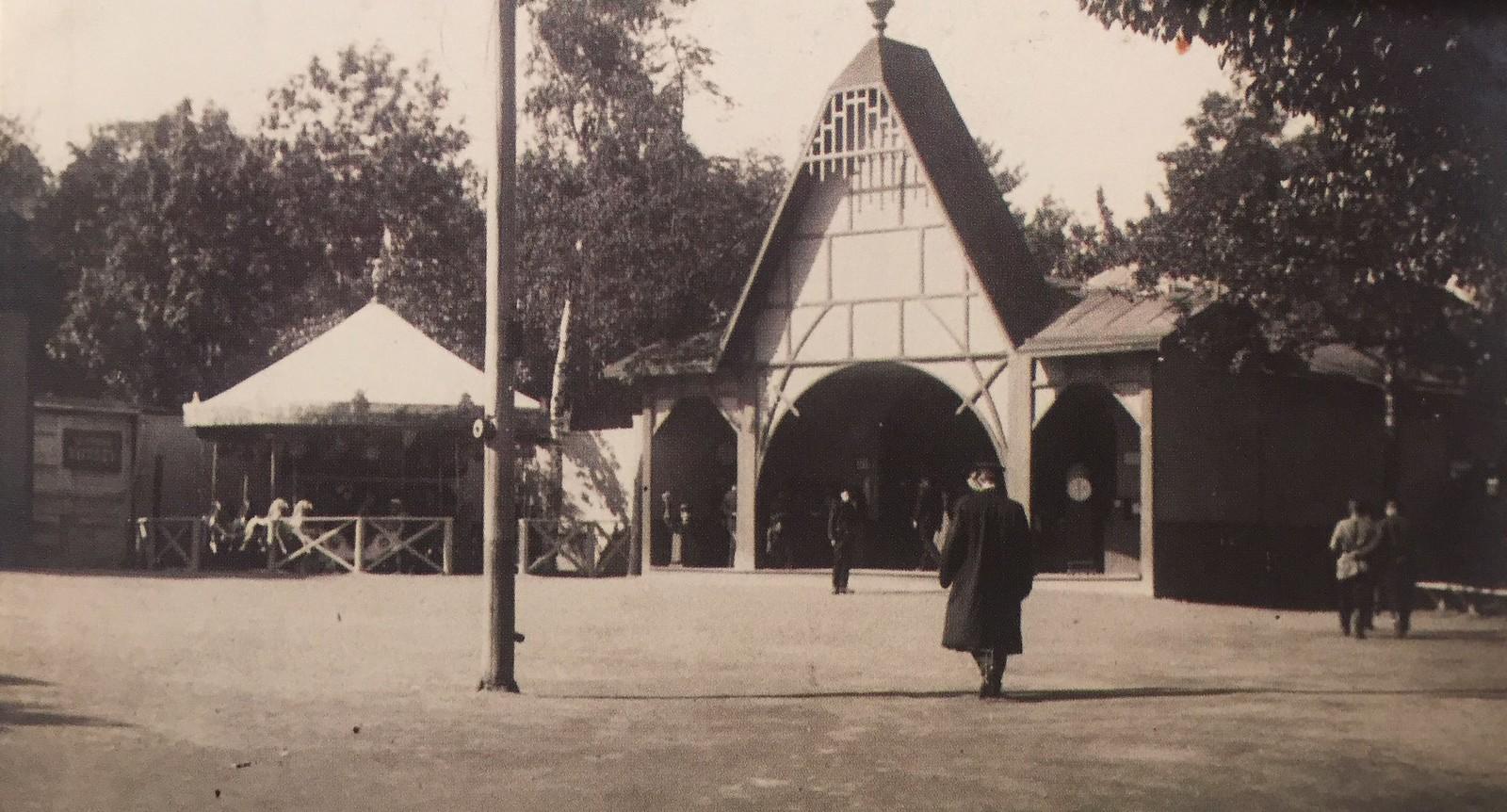 Зоологический сад. Зона развлечений в зоосаде. 1913