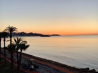 Ibiza stad bij zonsopkomst