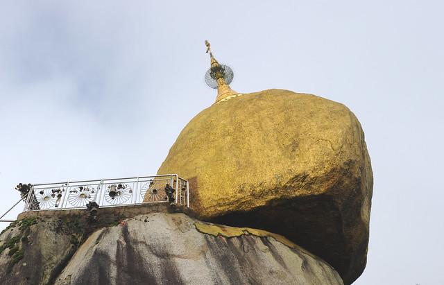 The Golden rock, Kyaiktiyo Mount,  Myanmar (Birmania) D700 170